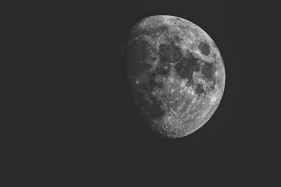 5 ископаемых, которые мы могли бы добывать на Луне