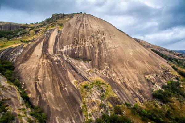 Скала Сибебе - самая большая монолитная скала в Африке