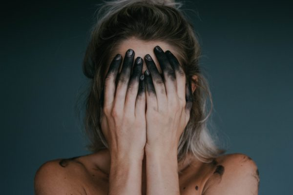 Как перестать грызть ногти: 5 действенных советов