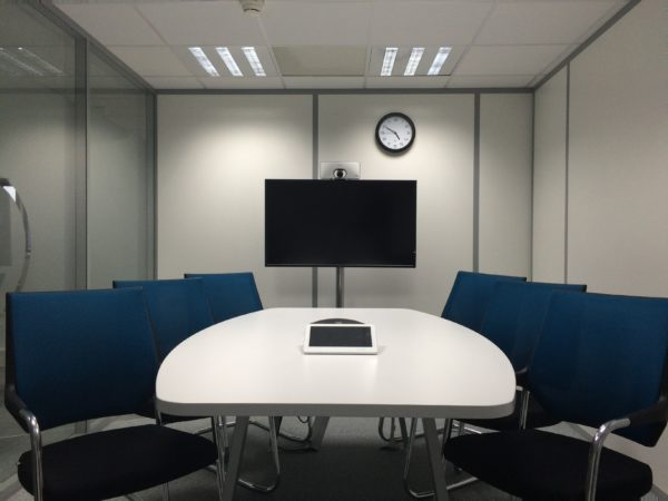 Как выбрать телевизор для конференц-зала?