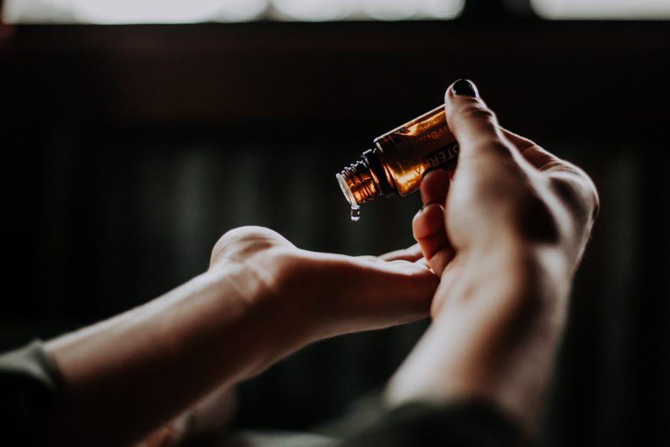 5 эфирных масел, которые помогут при головной боли и мигрени