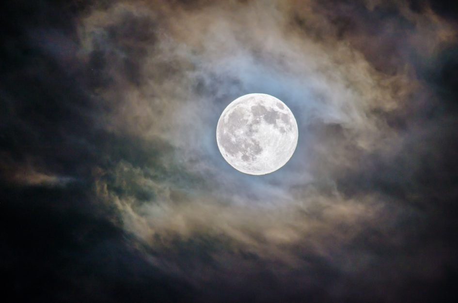 4 интересных факта о Луне, которые мы узнали недавно