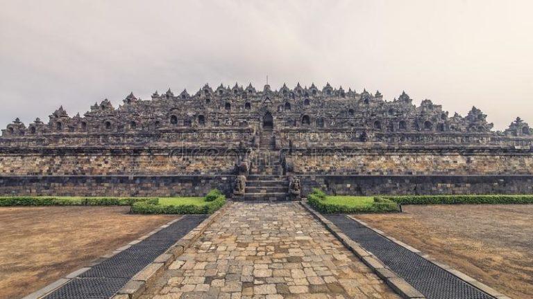 Храм Боробудур - самый большой буддийский храм в мире