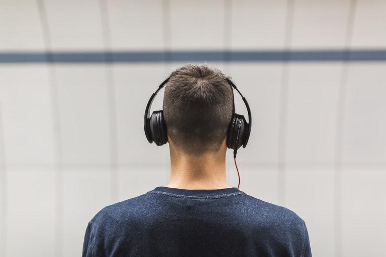7 повседневных привычек, которые могут нарушить ваш слух