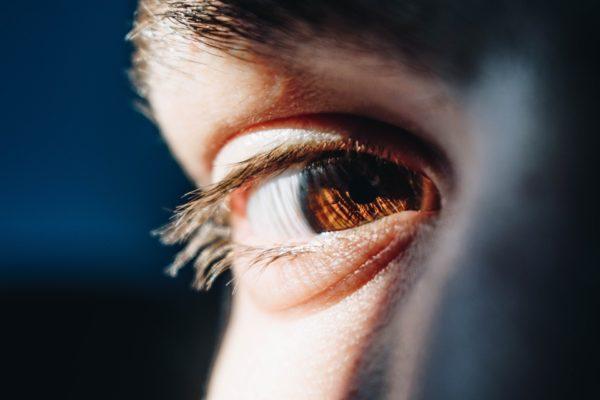10 способов избавиться от мешков под глазами