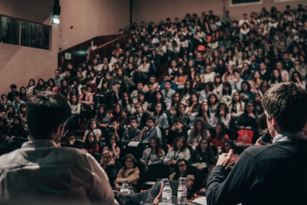 Уроки публичного выступления в Москве: пять курсов и их возможности