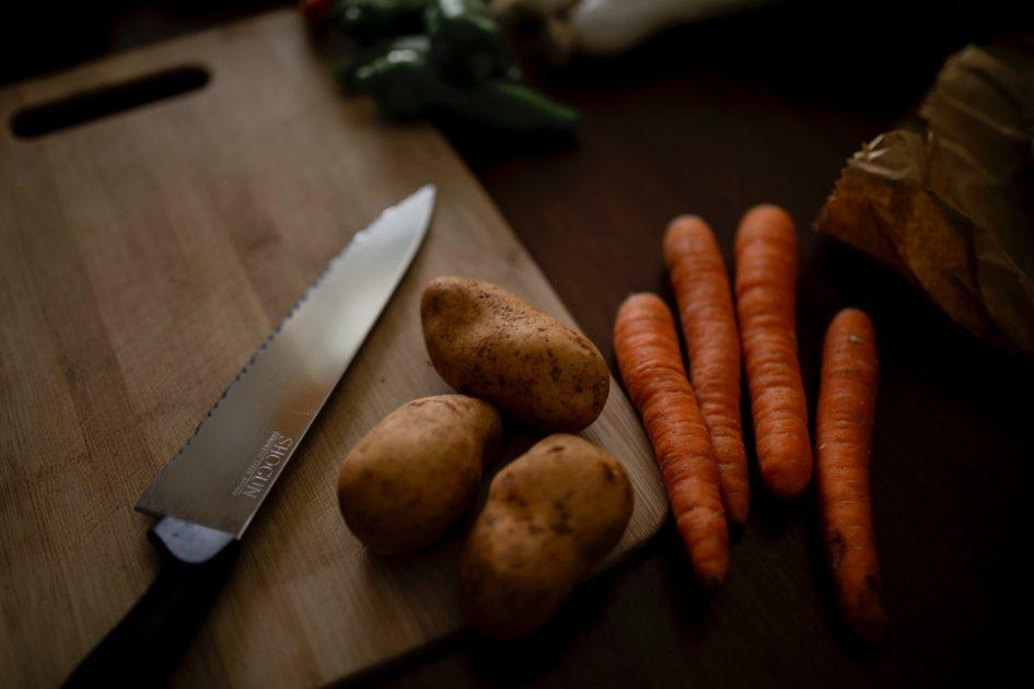 Все полезные вещества в кожуре: почему не всегда следует чистить продукты